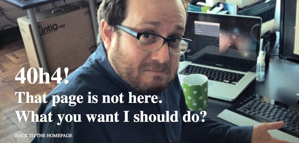 przykłądowy komunikat błędu 404 przedstawiający zdezorientowanego człowieka przy laptopie i napis o błędzie