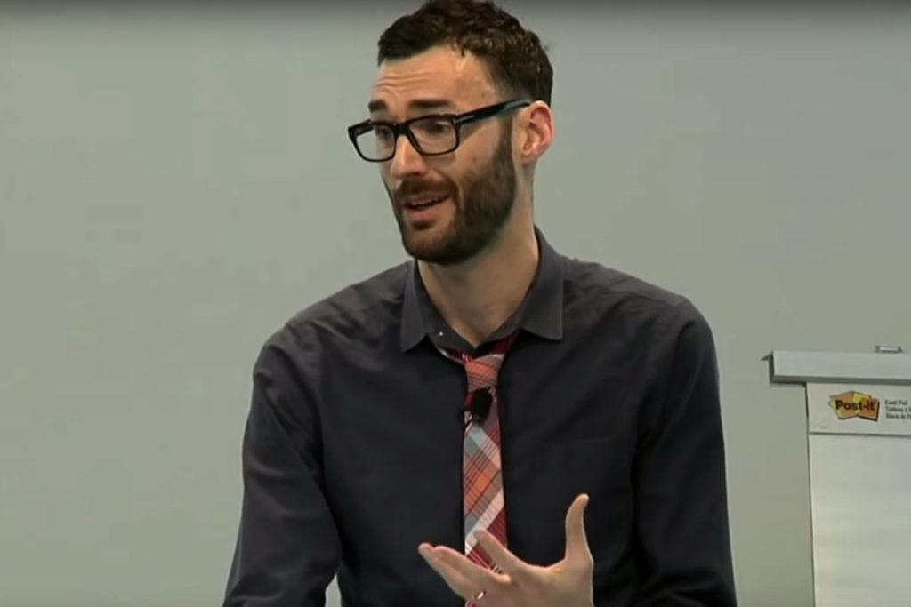 autor książki Pięsiodniowy Sprint Jake Knapp w trakcie przemowy