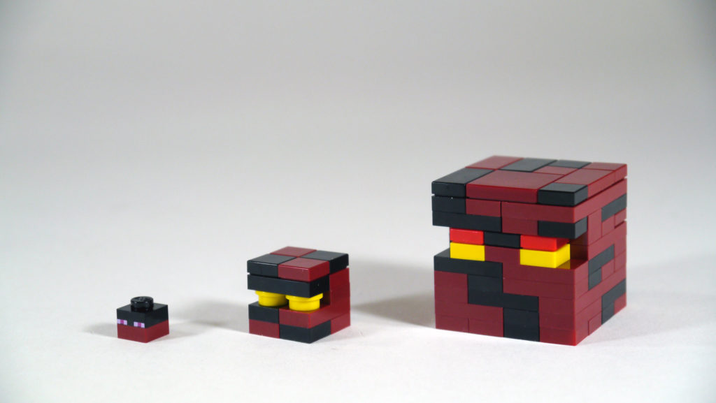 trzy kostki z klocków lego