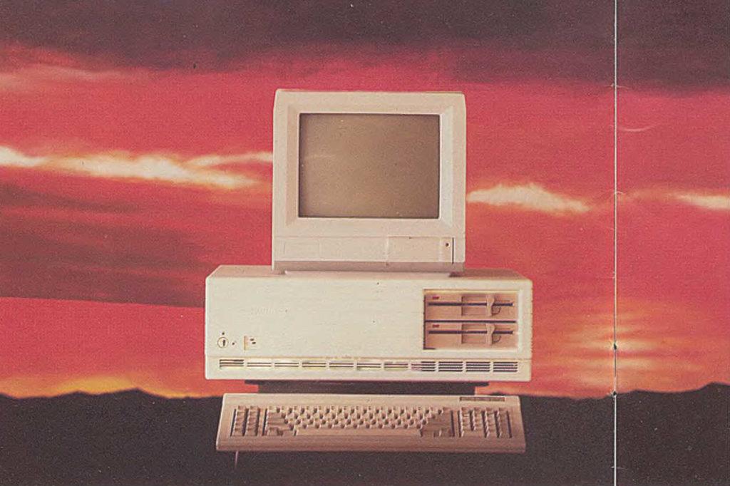 Stary komputer jako symbol zmieniającego się UX.