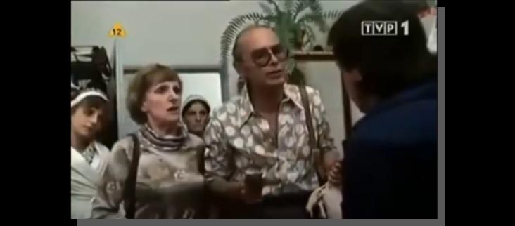 oczekiwania klientów w sklepie - kadr z filmu